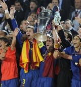 Barcelona lifting trophy