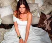 Paper trail: The Kleenex wedding dress modelled by Lisa Snowdon