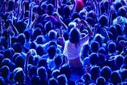 /b/b/f/crowd250.jpg