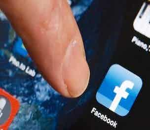 FacebookSmartphone-Product-2103_304