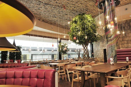 NandosRestaurant-Location-2013_460