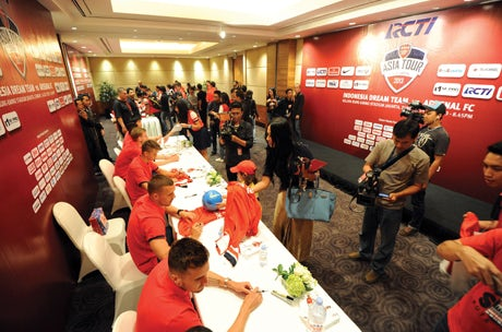 fansigning-arsenal-2013-460