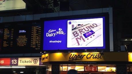 CadburyBrunoMarsTrains-Campaign-2014_460