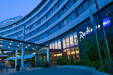 radisson hotel marketing mix Hilton's 7ps of marketing comprises elements of hilton hotels marketing mix that consists of product, place, price, promotion, process, people and.