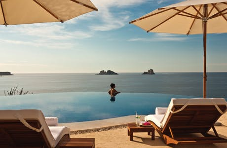 Quintessentially Travel infinity pool
