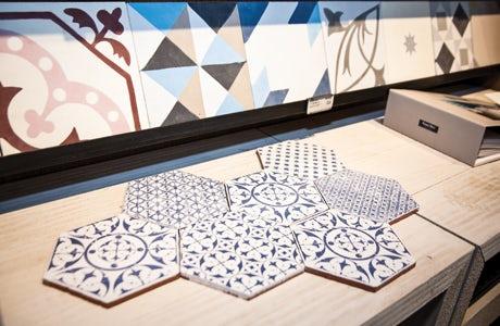 Topps Tiles display