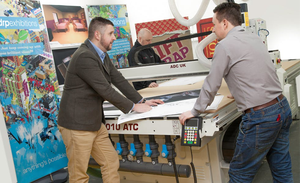 Exhibition Stand Definition : Optimising your exhibition stand with a hybrid approach