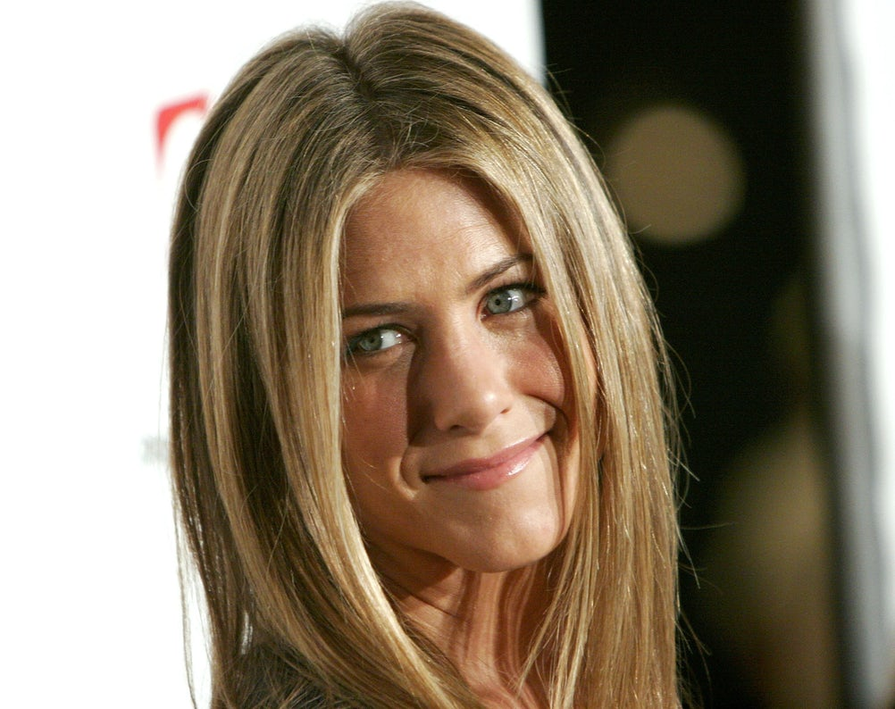 """LOS ANGELES, CA - DECEMBER 09: Actress Jennifer Aniston arrives at the premiere screening of the FX Network's """"Dirt"""" at the Paramount Theater on December 9, 2006 in Los Angeles, California. (Photo by Charley Gallay/Getty Images)"""