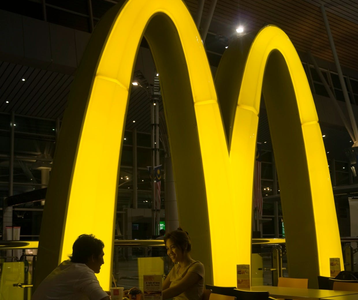 global mcdonald Mcdonald's advertizes by glocalizing the way in which its restaurants are used mcdonalds is adapting the architecture, the design, and the decoration of.