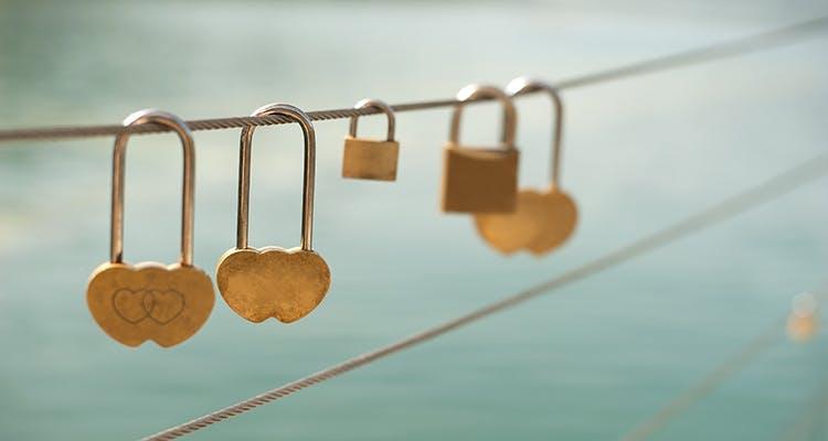 love-lock-loyalty-chain-750.jpg?auto=com